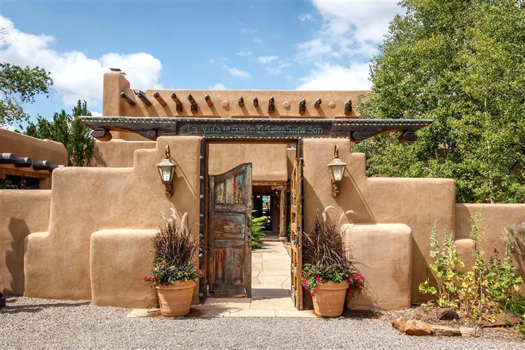 916 old santa fe trail santa fe nm 87501 mls 201202950 for Adobe home builders california